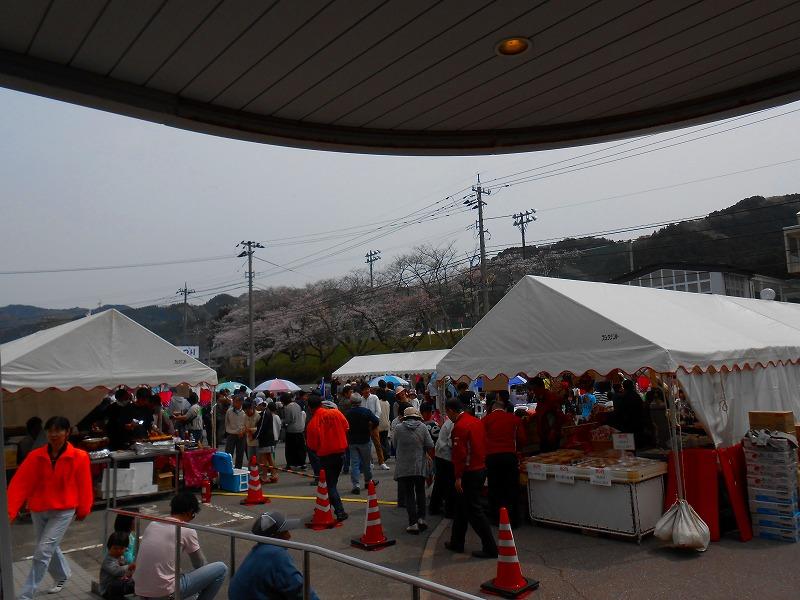出店テントは2間×3間です。