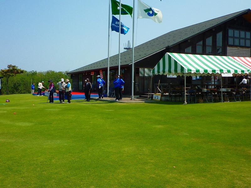 グラウンド・ゴルフのテント設営風景