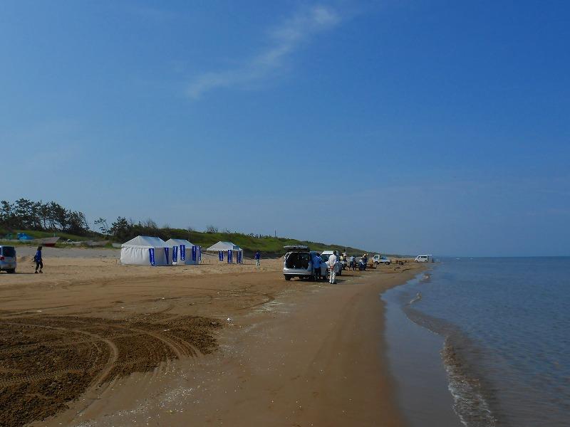 千里浜海岸でテント設営です