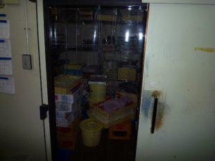 ストリップカーテン冷蔵庫